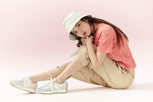 Tags: K-Pop, IU, Hat, Short Sleeves, Serious, Brown Pants, Hand On Leg, Hand On Knee, Pink Shirt, New Balance
