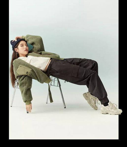 Tags: K-Pop, IU, Black Pants, Green Outerwear, New Balance