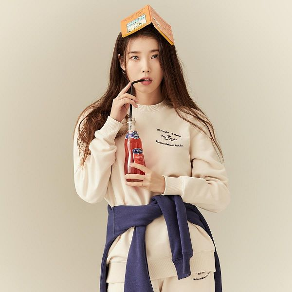 Tags: K-Pop, IU, Brown Background, Serious, Ring, Drinks, Book, Bottle, Straw, New Balance