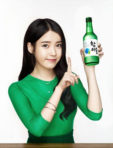 Tags: K-Pop, IU, Necklace, Facial Mark, Bracelet, Mole, Light Background, Soju, Green Shirt, White Background, Alcohol, Bottle
