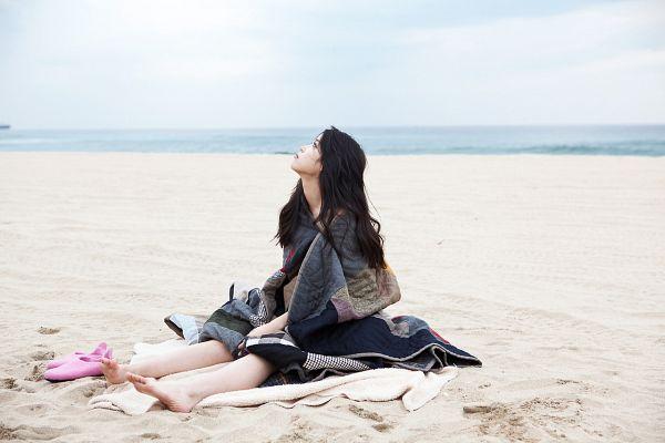 Tags: K-Pop, IU, Sand, Barefoot, Pink Footwear, Sky, Sea, Blanket, Looking Up, Outdoors, Beach, Bare Legs