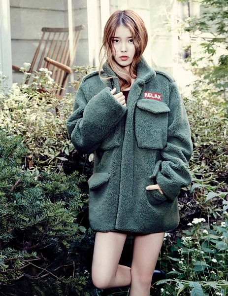 Tags: K-Pop, IU, Black Footwear, Outdoors, Bare Legs, Hand In Pocket, Green Outerwear, Standing On One Leg, Leg Up, Elle Korea, Magazine Scan, Android/iPhone Wallpaper