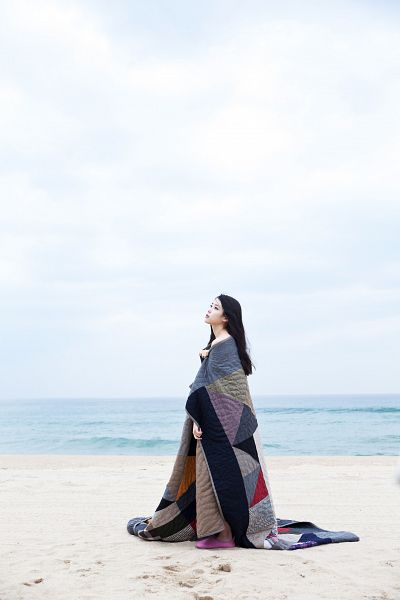 Tags: K-Pop, IU, Blanket, Water, Sea, Outdoors, Sand, Beach, Looking Up, Last Fantasy, Android/iPhone Wallpaper
