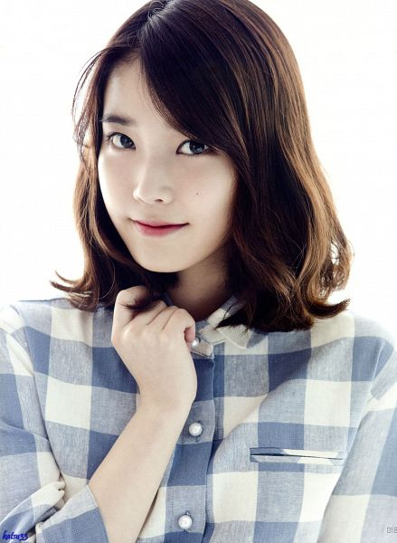Tags: K-Pop, IU, Simple Background, Mole, Light Background, Long Sleeves