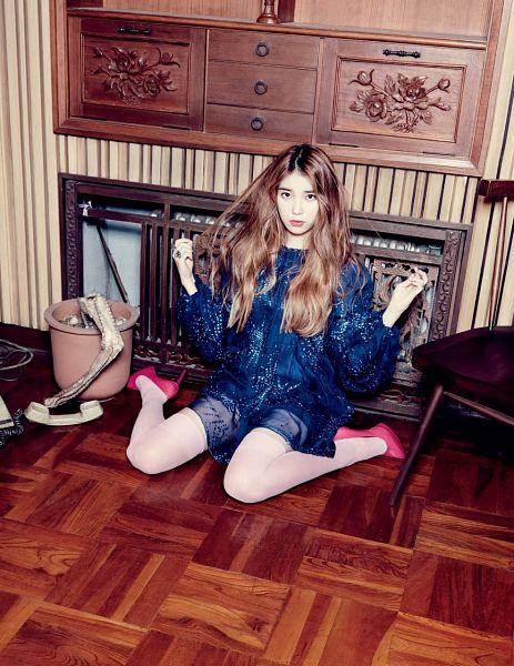 Tags: K-Pop, IU, Red Footwear, Hand In Hair, Sitting On Ground, White Legwear, Kneeling, Blue Dress, High Heels, Phone, Elle Korea, Magazine Scan