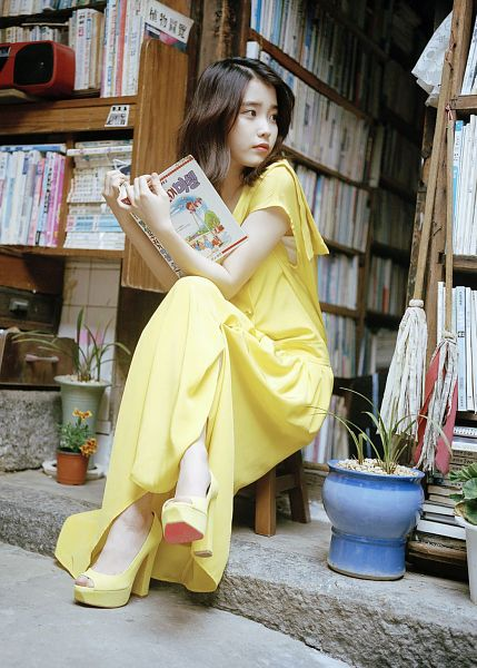 Tags: K-Pop, IU, Crossed Legs, Medium Hair, Yellow Outfit, Flower, Yellow Dress, Book, Android/iPhone Wallpaper, Flower Bookmark
