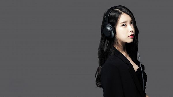 Tags: K-Pop, IU, Red Lips, Black Outfit, Gray Background, Black Dress, Black Eyes, Headphones, HD Wallpaper, Sony, Wallpaper