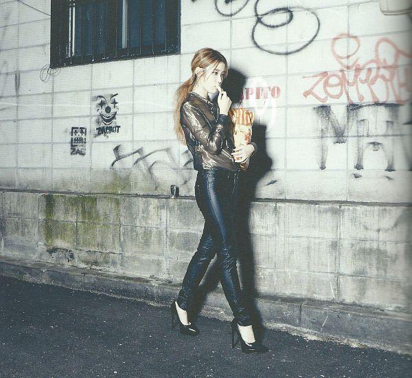 Tags: K-Pop, IU, Shoes, Walking, Road, Black Footwear, Black Pants, Eating, Hair Up, Fries, Ponytail, Vegetables