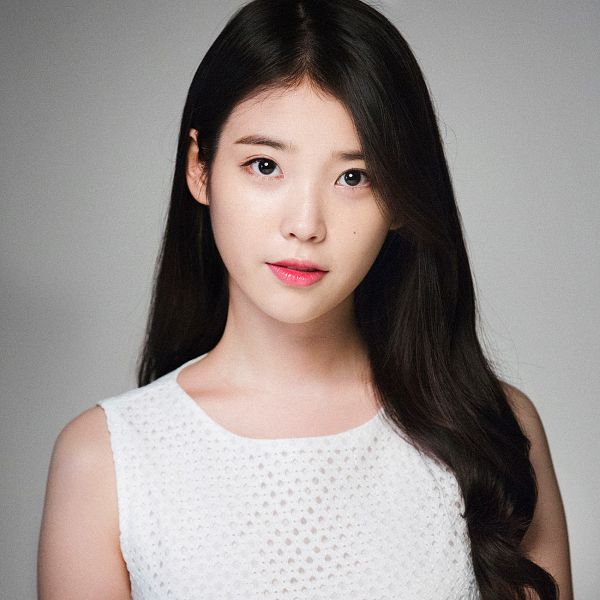 Tags: K-Pop, IU, Gray Background, Facial Mark, White Outfit, Mole, White Dress, Chamisul