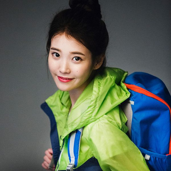 Tags: K-Pop, IU, Facial Mark, Single Bun, Mole, Red Lips, Hair Buns, Gray Background, Hair Up, Chamisul