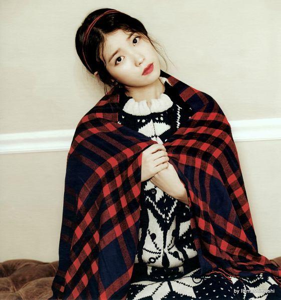 Tags: K-Pop, IU, Plaided Print, Blanket, Head Tilt, Red Lips, IU 2016 Calendar