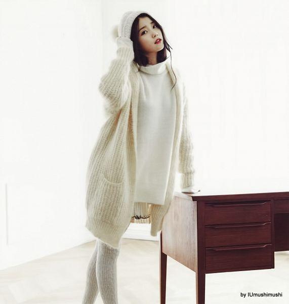 Tags: K-Pop, IU, White Outerwear, White Headwear, Hat, Turtleneck, Collar (Clothes), IU 2016 Calendar