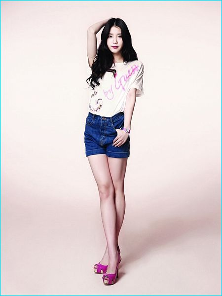 Tags: K-Pop, IU, Blue Shorts, Watch, Crossed Legs (Standing), Sandals, Wristwatch, One Arm Up, Short Sleeves, Shorts, Denim Shorts, Jeans