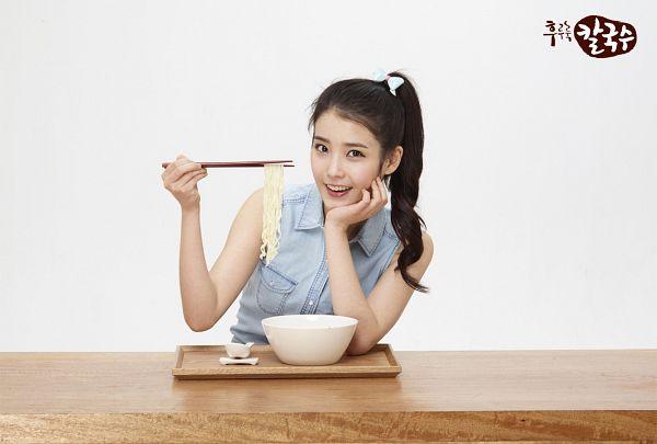 Tags: K-Pop, IU, Ponytail, Bowl, Sleeveless, Food, Sleeveless Shirt, Blue Shirt, Pasta, Table, Stick, Chopsticks
