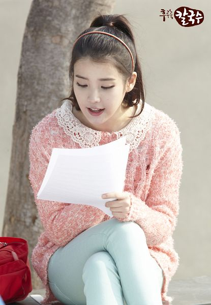 Tags: K-Pop, IU, Tree, Sweater, Blue Pants, Korean Text, Ponytail, Plant, Pink Shirt, Crossed Legs, Nongshim Noodles