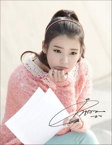 Tags: K-Pop, IU, Sweater, Ponytail, Blue Pants, Pink Shirt, Pen, Nongshim Noodles
