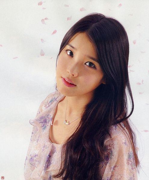 Tags: K-Pop, IU, Necklace, Haru Hana, Magazine Scan
