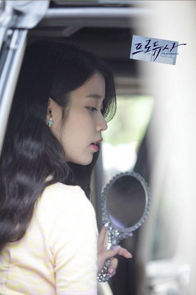 Tags: K-Pop, K-Drama, IU, In Car, Car, Mirror, Korean Text, Glass, The Producers