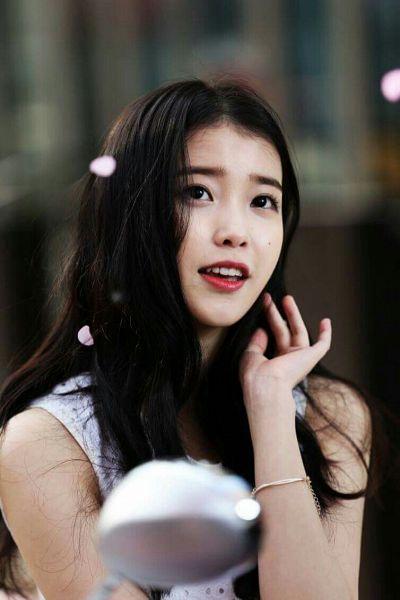 Tags: K-Pop, IU, Facial Mark, Bracelet, Mole, Red Lips, Petals, Sbenu