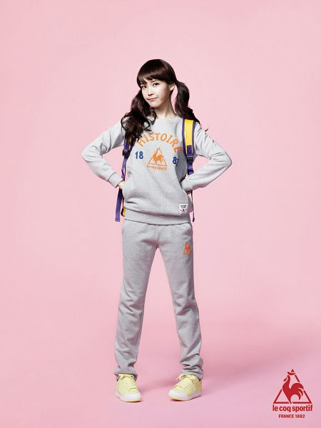 Tags: K-Pop, IU, Gray Shirt, Hand On Hip, Bag, Backpack, Shorts, Gray Shorts, Twin Tails, Pink Background, Hoodie, Android/iPhone Wallpaper