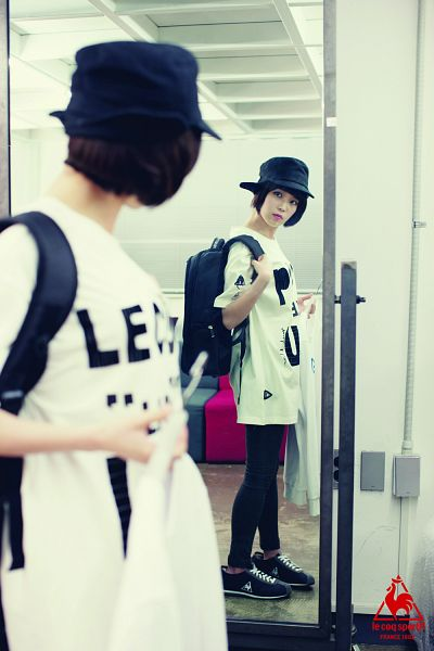 Tags: K-Pop, IU, Bag, Hat, Glass, Looking At Reflection, Backpack, Reflection, Mirror, Le Coq Sportif, Android/iPhone Wallpaper