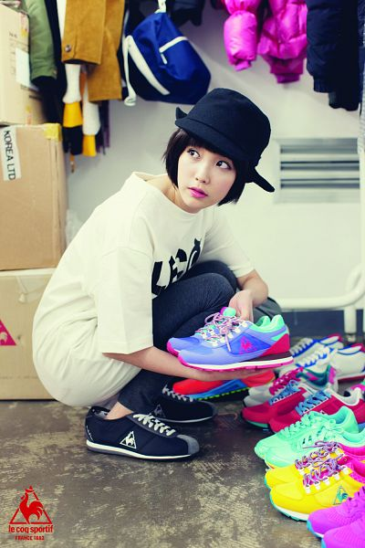 Tags: K-Pop, IU, Shoes, Hat, Crouching, Android/iPhone Wallpaper, Le Coq Sportif
