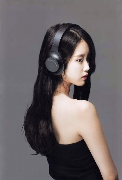 Tags: K-Pop, IU, Headphones, Black Outfit, Red Lips, Black Dress, Gray Background, Looking Away, Android/iPhone Wallpaper, Sony