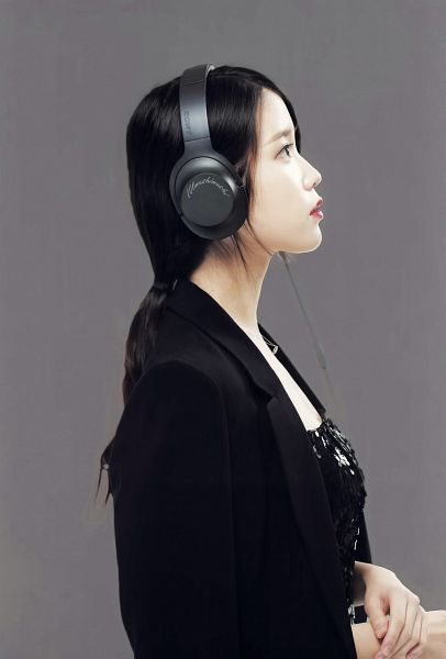 Tags: K-Pop, IU, Side View, Headphones, Black Outfit, Black Dress, Red Lips, Black Jacket, Gray Background, Hair Up, Ponytail, Black Outerwear