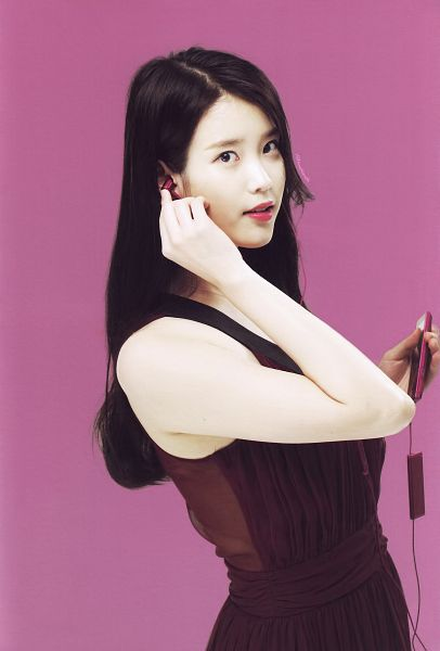 Tags: K-Pop, IU, Bare Shoulders, Earbuds, Sleeveless Dress, Sleeveless, Purple Background, Purple Outfit, Purple Dress, Android/iPhone Wallpaper, Sony