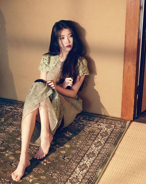 Tags: K-Pop, IU, Barefoot, Red Lips, Carpet, Magazine Scan, Marie Claire