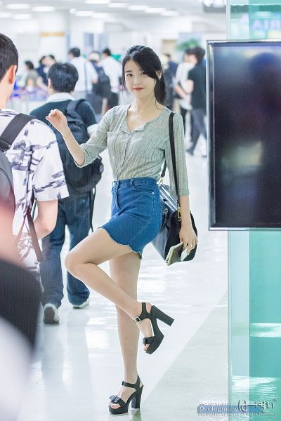 Tags: K-Pop, IU, High Heels, Black Footwear, Skirt, Sandals, Hair Up, Blue Skirt, Ponytail, Bag, Full Body, Denim Skirt