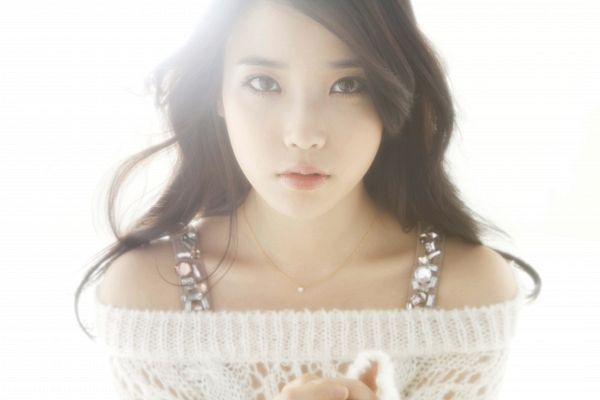 Tags: K-Pop, IU, Wavy Hair, Collarbone, Bare Shoulders, Light Background, Sweater, White Background, Wallpaper, I□U