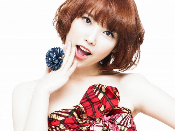 Tags: K-Pop, IU, Sleeveless, Chin In Hand, Bare Shoulders, Flower, Black Eyes, White Background, Checkered Dress, Collarbone, Ring, Sleeveless Dress
