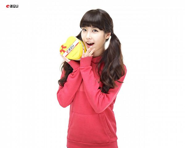 Tags: K-Pop, IU, Box, Hoodie, Korean Text, Light Background, Red Shirt, White Background, Twin Tails, Lemona