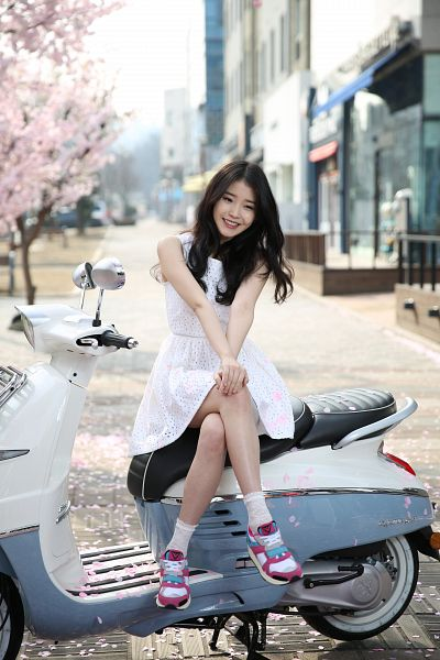 Tags: K-Pop, IU, White Dress, Sleeveless, Bare Legs, Shoes, White Legwear, Sneakers, Socks, Crossed Legs, Hand On Knee, Motorcycle
