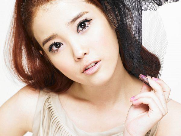 Tags: K-Pop, IU, Black Headwear, Bare Shoulders, Light Background, Nail Polish, White Background, Collarbone, Wallpaper, IU...IM