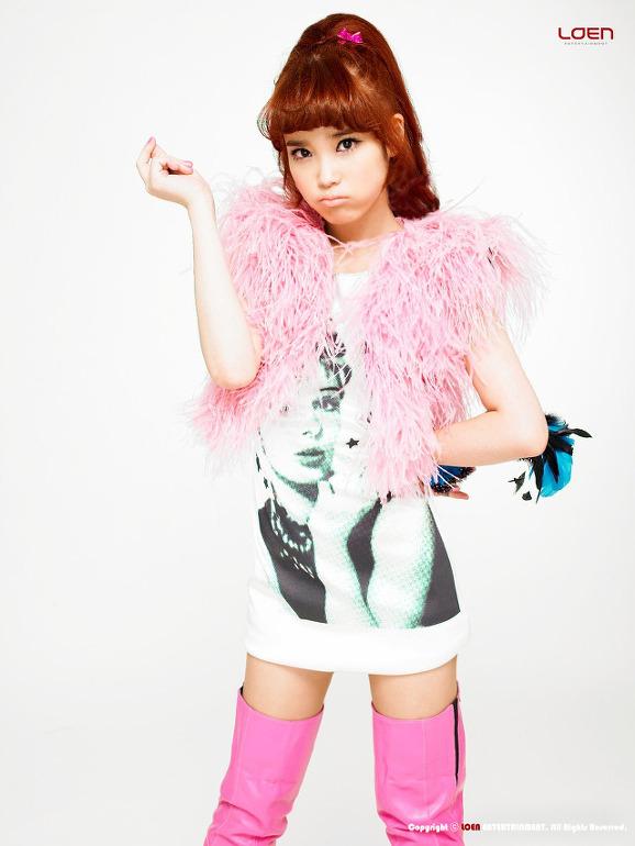 Tags: K-Pop, IU, Nail Polish, White Background, Make Up, Boots, Light Background, IU...IM