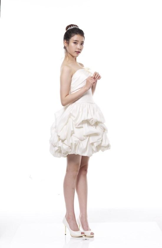 Tags: K-Pop, IU, Light Background, Hair Ornament, White Background, Bare Shoulders, White Outfit, White Dress, White Footwear, Hair Buns, Wedding Dress, Single Bun