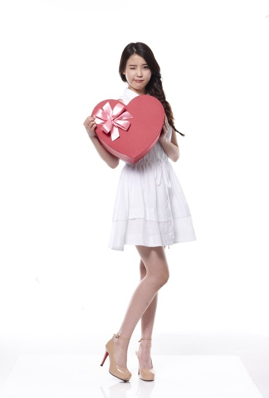 Tags: K-Pop, IU, White Background, Bare Shoulders, Wink, Gift, White Dress, Single Braid, White Outfit, Sleeveless, Sleeveless Dress, Light Background