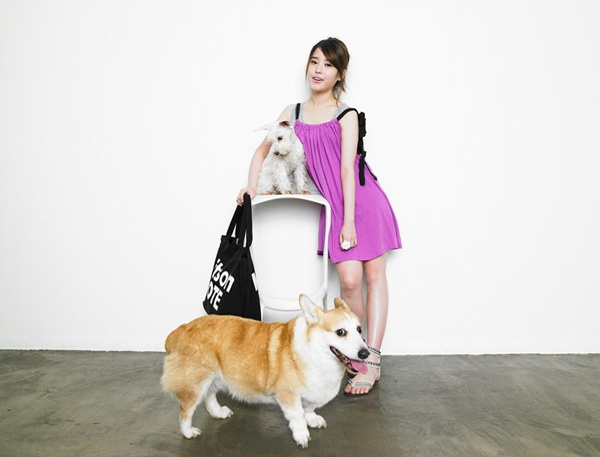 Tags: K-Pop, IU, Purple Dress, Animal, Light Background, Sandals, White Background, Bag, Full Body, Purple Outfit, Hair Up, Table