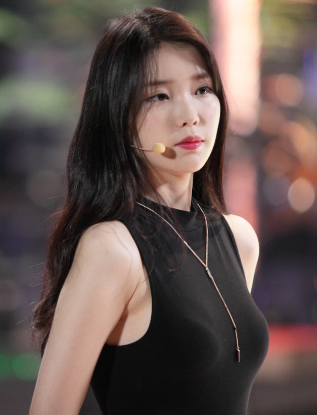 Tags: K-Drama, K-Pop, IU, Black Outfit, Black Dress, Red Lips, Necklace, The Producers