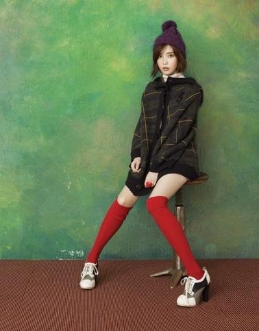 Tags: K-Pop, IU, Red Legwear, Ring, Coat, Green Background, Socks, High Heels, Hat, Ysb