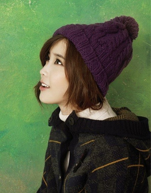 Tags: K-Pop, IU, Turtleneck, Hood, Green Background, Hat, Collar (Clothes), Ysb