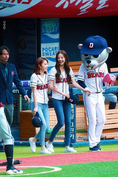 Tags: J-Pop, K-Pop, IZ*ONE, HKT48, Jang Wonyoung, Miyawaki Sakura