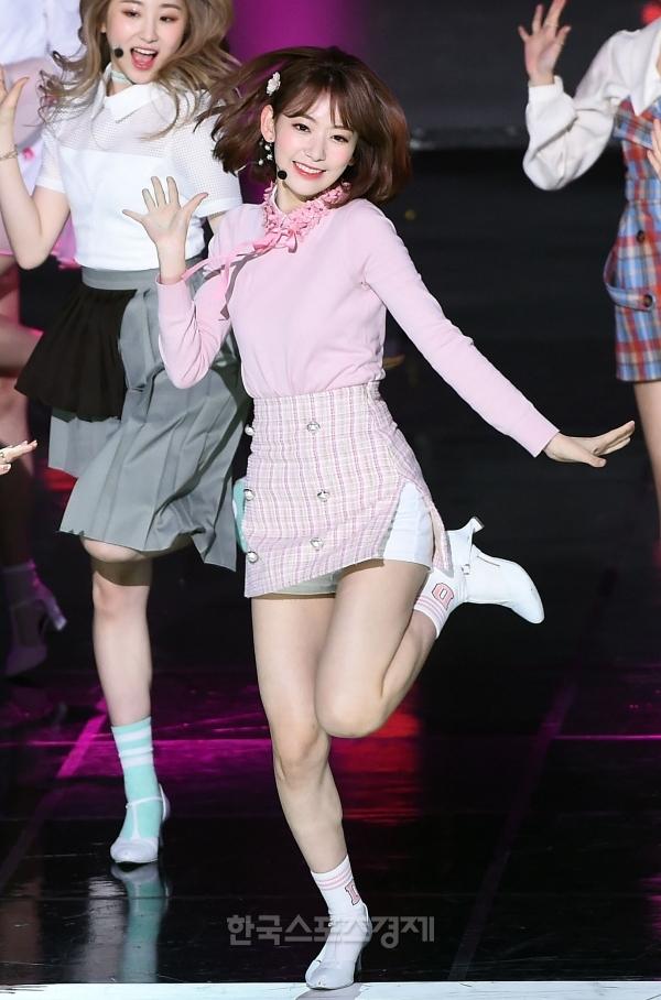 Tags: J-Pop, K-Pop, HKT48, IZ*ONE, Miyawaki Sakura, Lee Chaeyeon