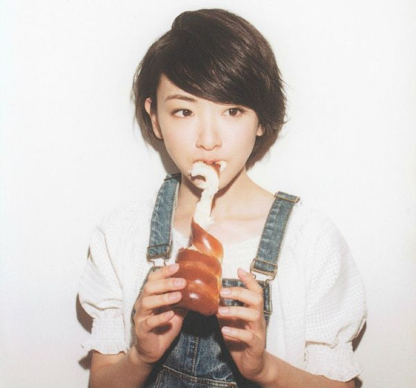 Tags: J-Pop, Nogizaka46, Ikoma Rina, Food, Bread