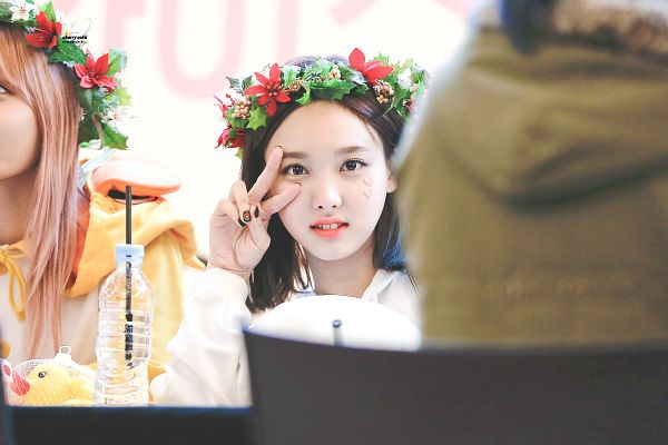 Tags: K-Pop, Twice, Im Nayeon, Hirai Momo, Crown, Hair Ornament, Make Up, Flower, Nail Polish, Close Up, V Gesture, Flower Crown