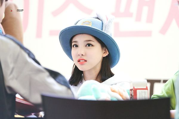Tags: JYP Entertainment, K-Pop, Twice, Im Nayeon, Animal Outfit, Close Up, Looking At Another, Hat, Fansigning Event, Wallpaper