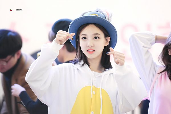 Tags: K-Pop, Twice, JYP Entertainment, Im Nayeon, Heart Gesture, Make Up, Hat, Teeth, Nail Polish, Standing, Animal Outfit, Fansigning Event