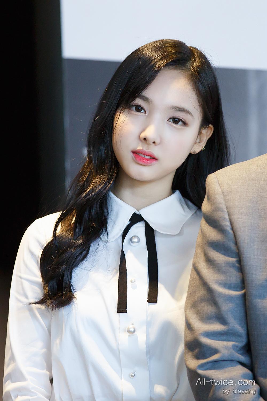 Nayeon Bangs Vs No Bangs Allkpop Forums